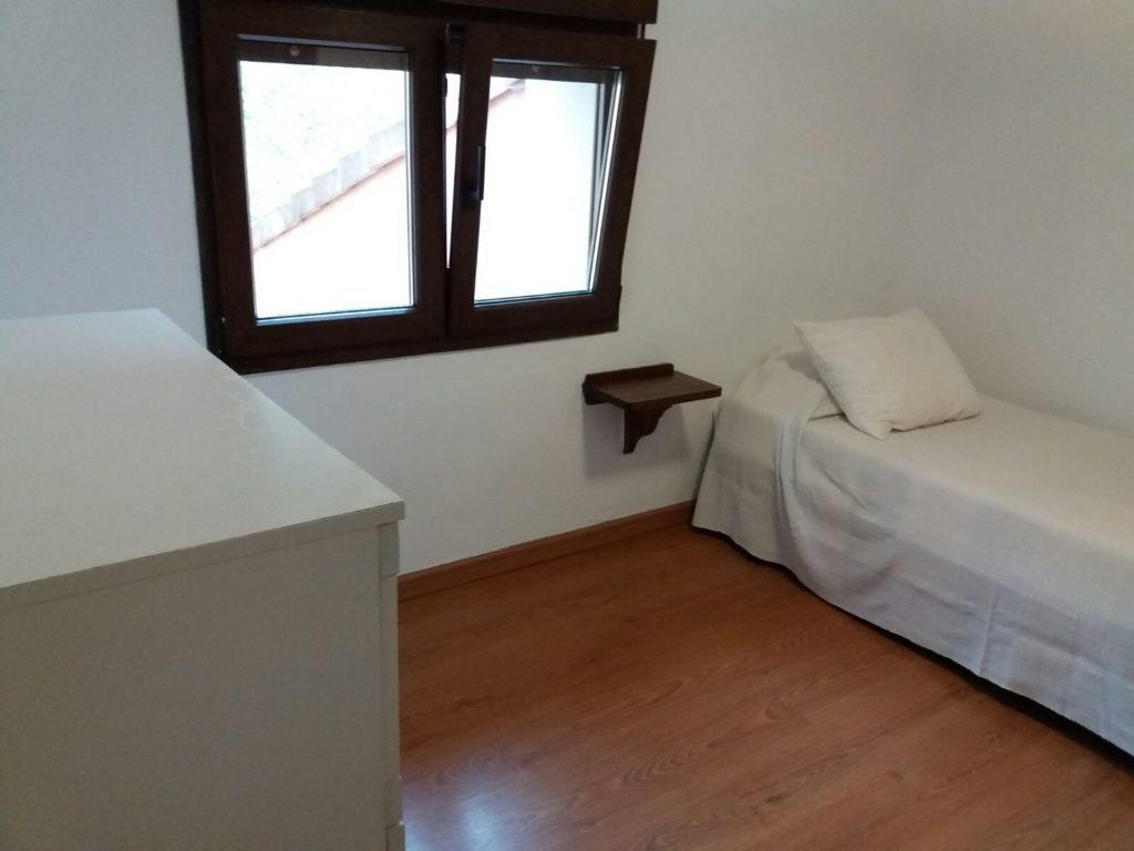 La habitación consagrada al blanco, la más pequeña, si, pero también la más clara, fresca y relajante.