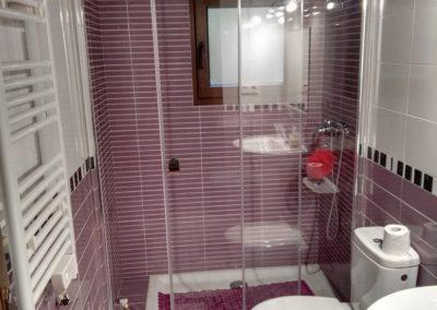 Baño lila Casa Tita