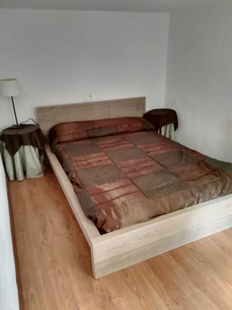"""Gulpiyuri. La habitación más """"discreta"""" de la casa ya que se accede a ella por una escalera independiente."""