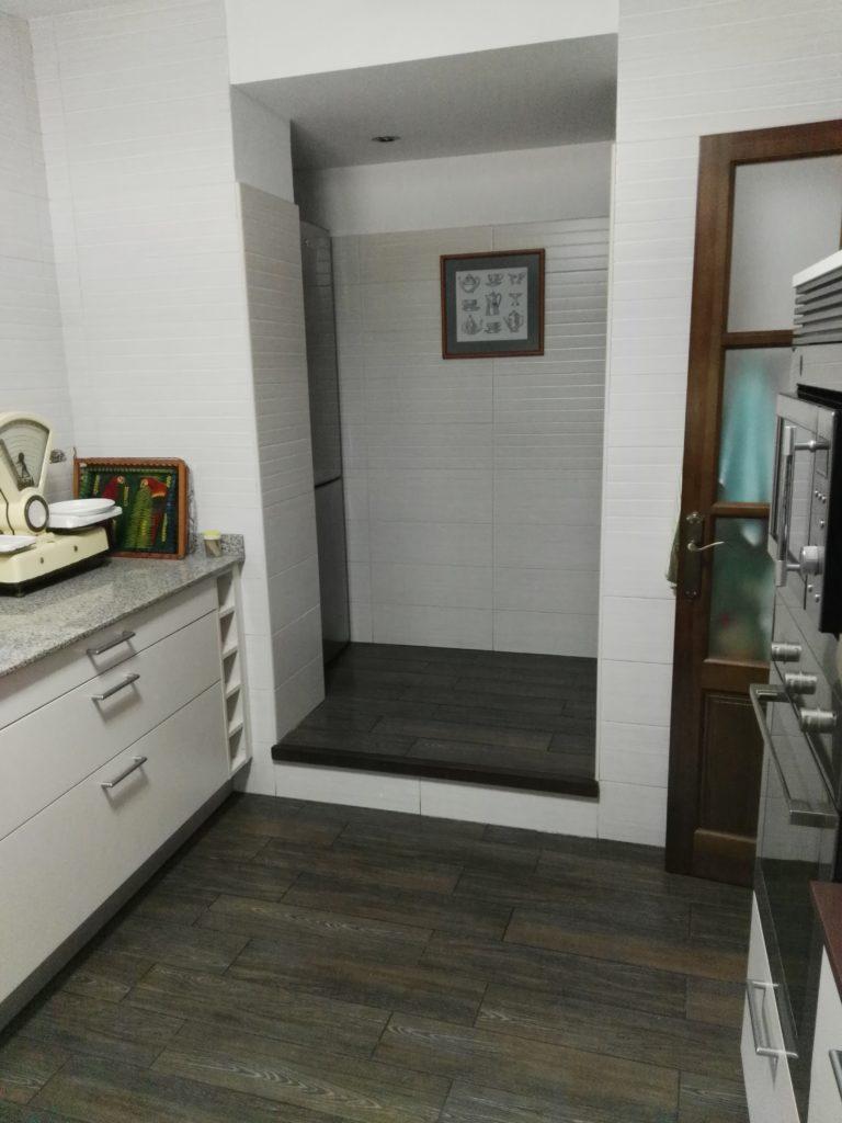 La amplia despensa de Casa Tita es el complemento perfecto de la cocina. Un amplio espacio de almacenaje para que cocinar sea más agradable y sencillo.